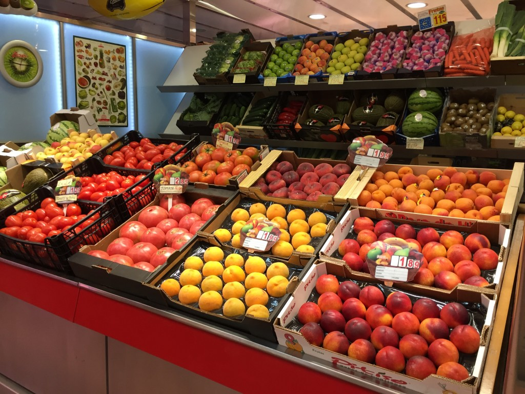 En el puesto de frutas y verduras