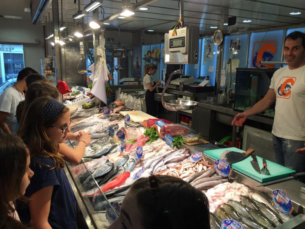En la pescadería Cruz Cañete